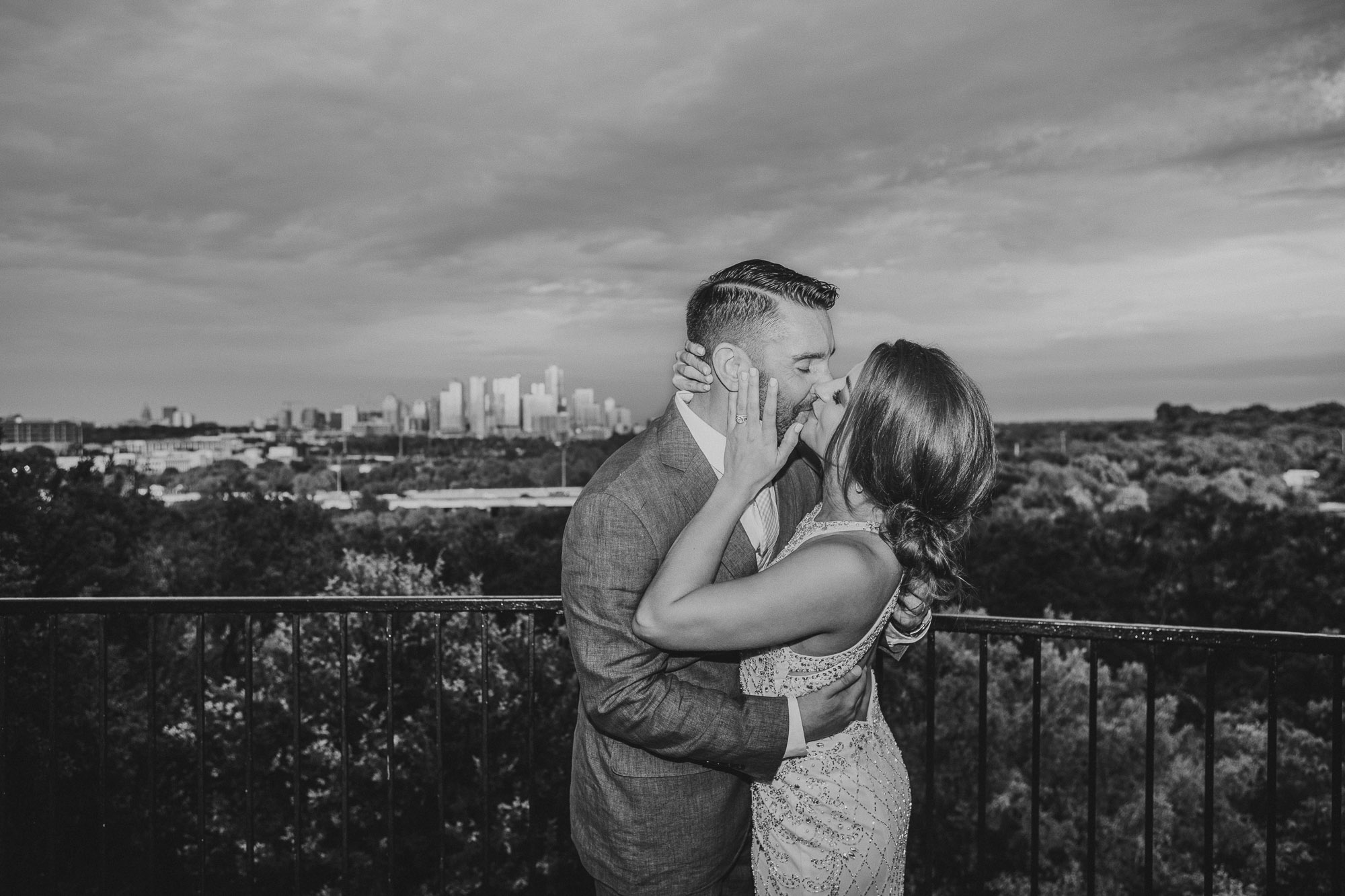 zilker park clubhouse austin texas wedding photographer portraits bride groom kiss